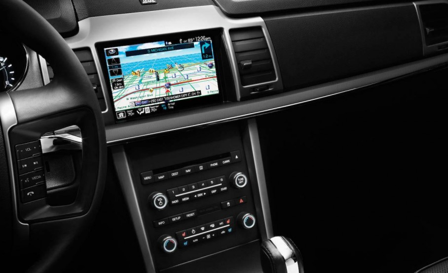 2010-lincoln-mkz-navigation-audio-and-climate-controls-photo-241538-s-1280x782